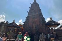 美しい装飾のあるバトゥアン寺院をご紹介