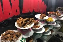 バリ島の大衆食堂でナシパダン